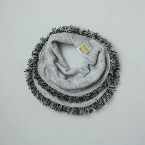 Grey scarf with tassles